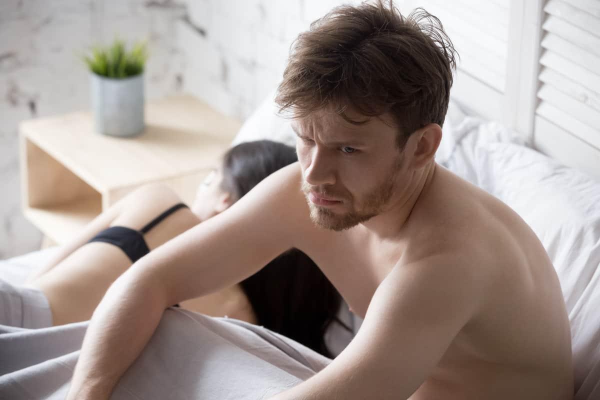 i peni maschili non sono eretti)